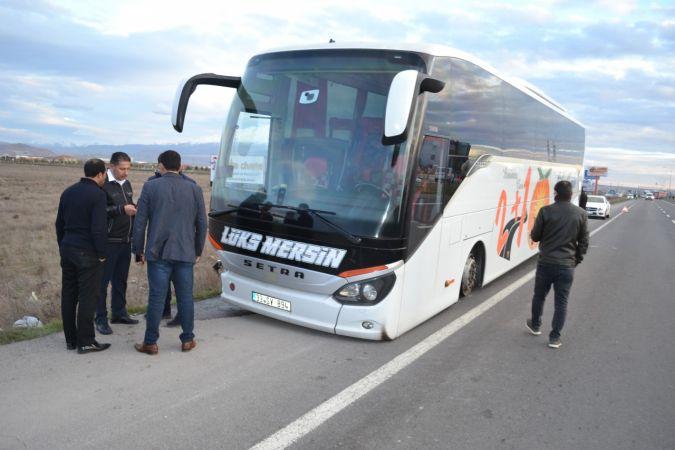 Aksaray'da yolcu otobüsü ile otomobil çarpıştı