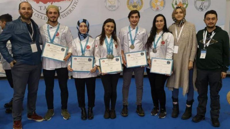 NEVÜ Öğrencilerinden 2.lik Ve 4 Gümüş Madalya