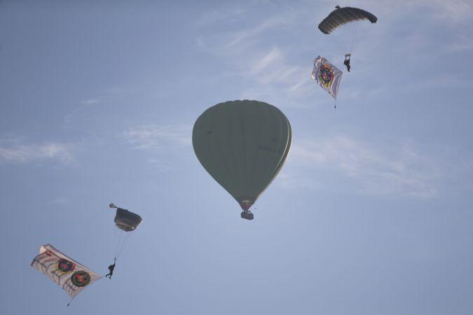 JÖAK timi sıcak hava balonunda atlayış gerçekleştirdi
