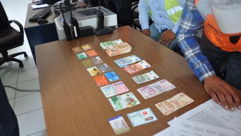 Karayolları işçisi bulduğu para dolu çantayı sahibine ulaştırdı