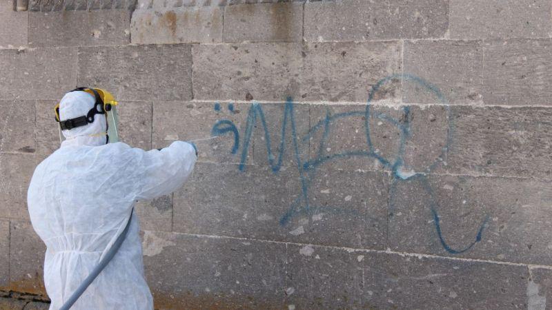 Derinkuyu'daki tarihi kilisenin duvarları temizlendi