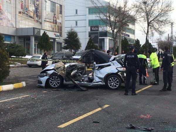 Nevşehir'de tıra çarpan otomobilin sürücüsü öldü
