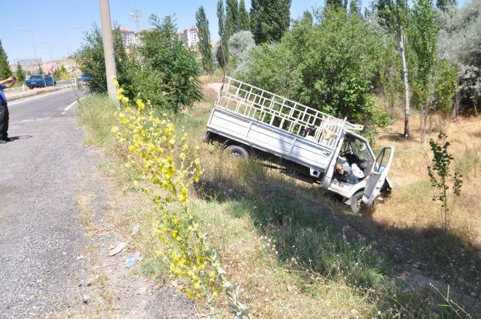 Nevşehir'de kamyonetle otomobil çarpıştı: 3 yaralı