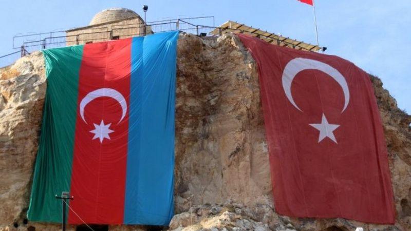Ürgüp'te bir tepeye Türk ve Azerbaycan bayrağı asıldı