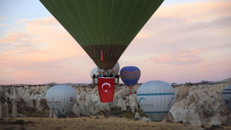 Kapadokya'da balonlar, Cumhuriyet Bayramı için havalandı