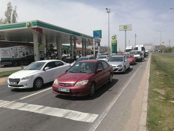 Aksaray - Nevşehir Karayolunda Tam Kapanma Öncesi Trafik Yoğunluğu