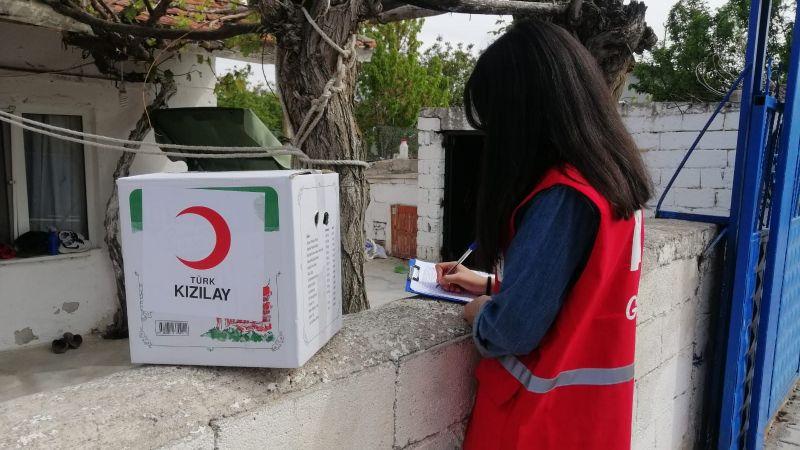 Nevşehir Kızılay,Gönüllüleriyle Tam Kapanmada Dur Durak Bilmeden İhtiyaç Sahibi Ailelere Ulaşıyor!