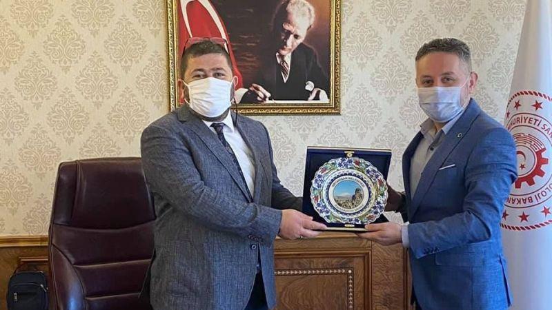 Başkan Ateş'ten Genel Müdür Yeniçeri'ye Teşekkür Plaketi