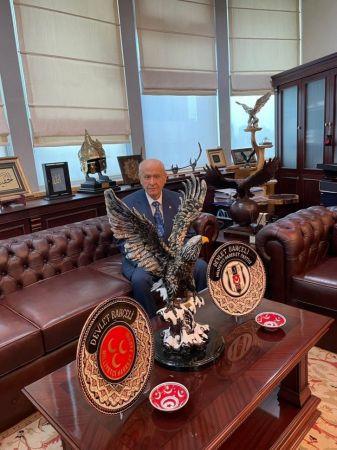 Bahçeli, Şampiyon Beşiktaş'ı Kutladı