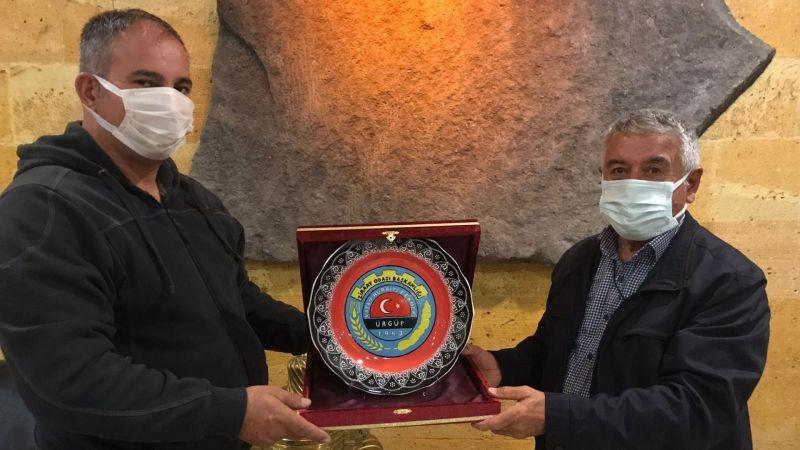 Toprak Mahsulleri Ofis Yetkililerine Plaket Takdim Edildi