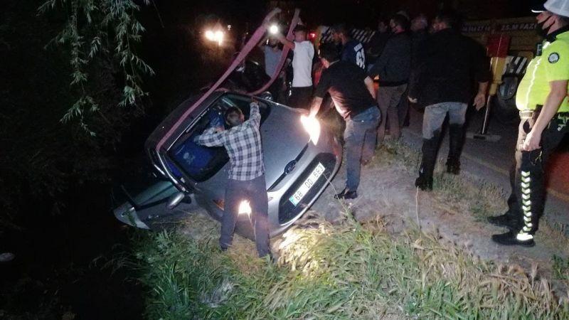 Komşu İlde Kamyonet İle Çarpışan Otomobil Kanala Düştü: 3 Yaralı