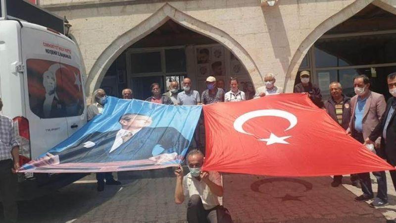 CHP'den Başkan Ateş'e Türk Bayrağı ve Atatürk Portresi