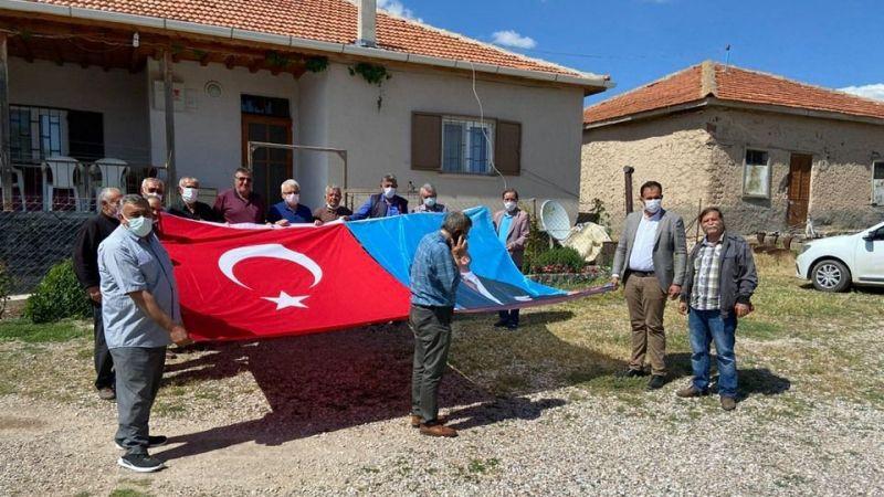 CHP'den 4 Köy Muhtarlığına Daha Türk Bayrağı Hediye Etti