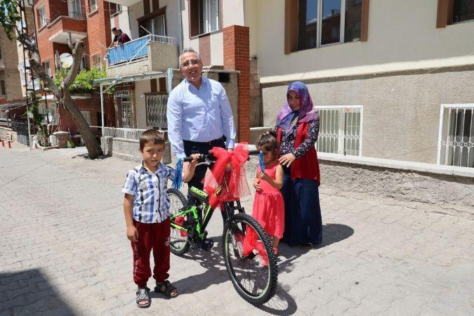 Savran'dan Bisikleti Çalınan Çocuğa Sürpriz Hediye
