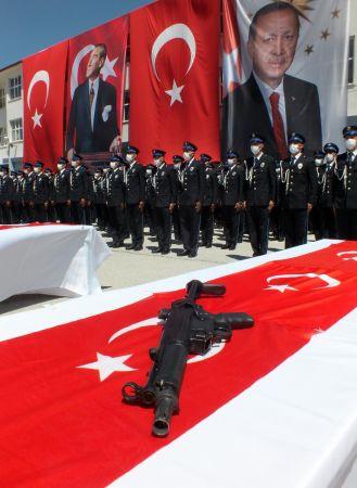 Yozgat'ta 389 Polis Adayı Yemin Ederek Diploma Aldı