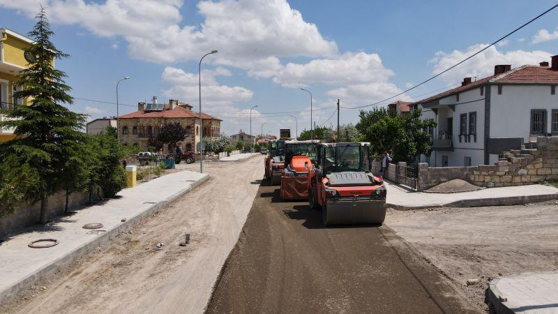 Mehmet Akif Ersoy Mahallesi'ndeki Üç Cadde Daha Sıcak Asfalt Konforu ile Buluşuyor