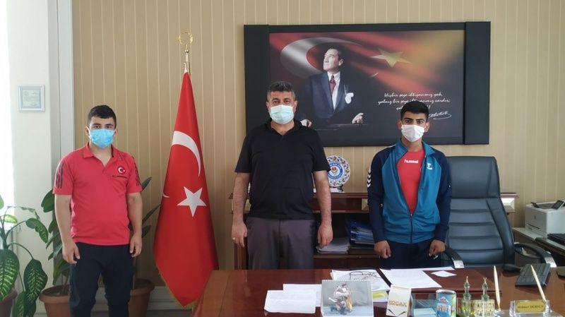 Nevşehir Mesleki ve Teknik Anadolu Lisesi Öğrencilerinden Halter Derecesi