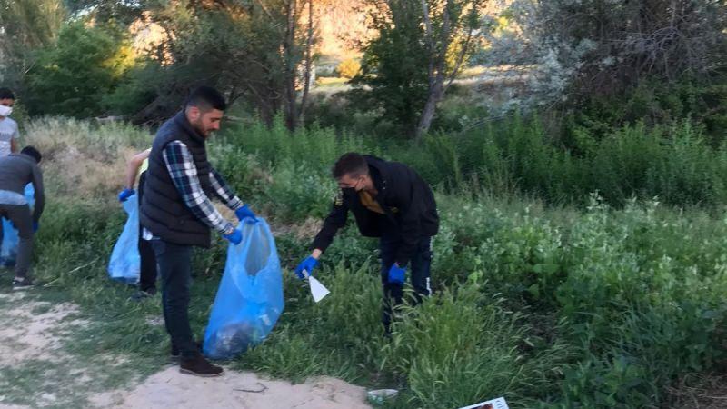 Ülkücüler Kapadokya'da Turistik Yerleri Temizliyor