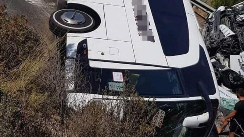 Feci Kaza Mersin'de Yolcu Otobüsü İle Tır Çarpıştı