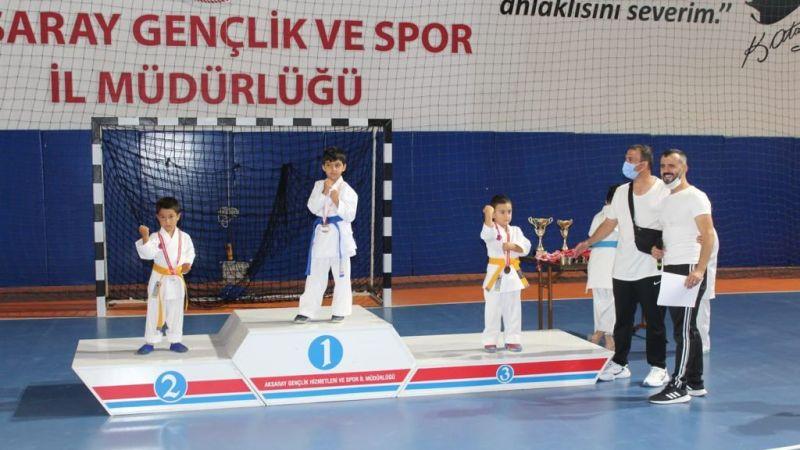 Karate Şampiyonları Kardelen'den!