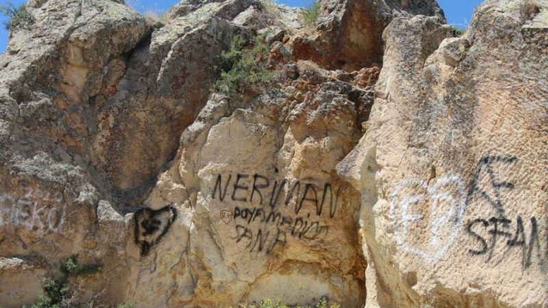 Vandalların Kirlettiği Peri Bacaları Bugün Eski Haline Kavuşuyor