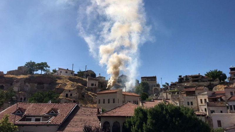 Avanos'ta Metruk Alanda Çıkan Yangın Esnafın da Yardımıyla Söndürüldü