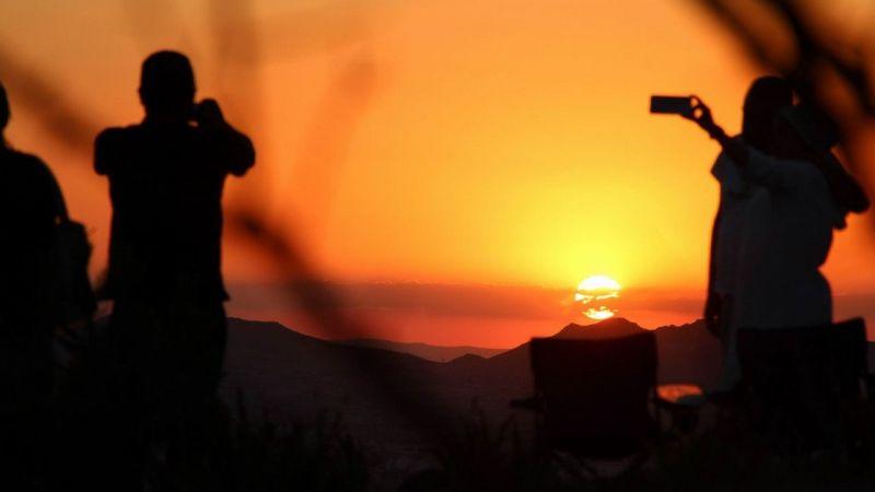 Yerli Yabancı Binlerce Turist Günbatımını İzlemek İçin Akın Ediyor