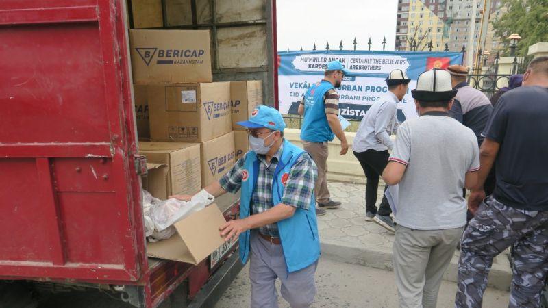 Kırgızistan'da Diyanet Vakfı 6 Bin Aileye Kurban Eti Dağıttı