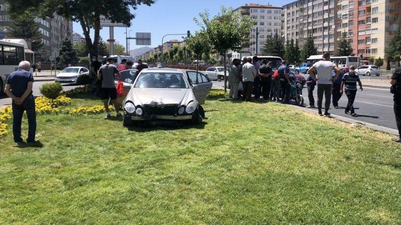 Kayseri'de Otomobil İle Mobilet Çarpıştı: 3 Yaralı