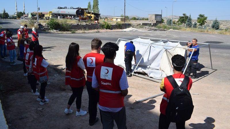 Kızılay Gönüllüleri Çadır Kurma Eğitimi Aldı