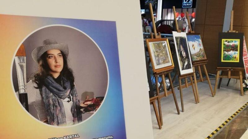 Genç Ressam Gülhan Kartal İlk Sergisini Açtı