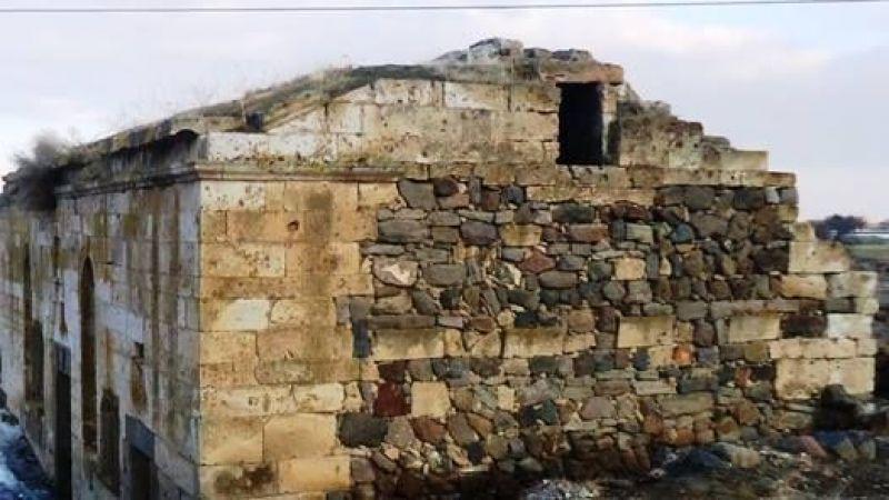 Özlüce'deki Rum Kilisesi Çökmek Üzere
