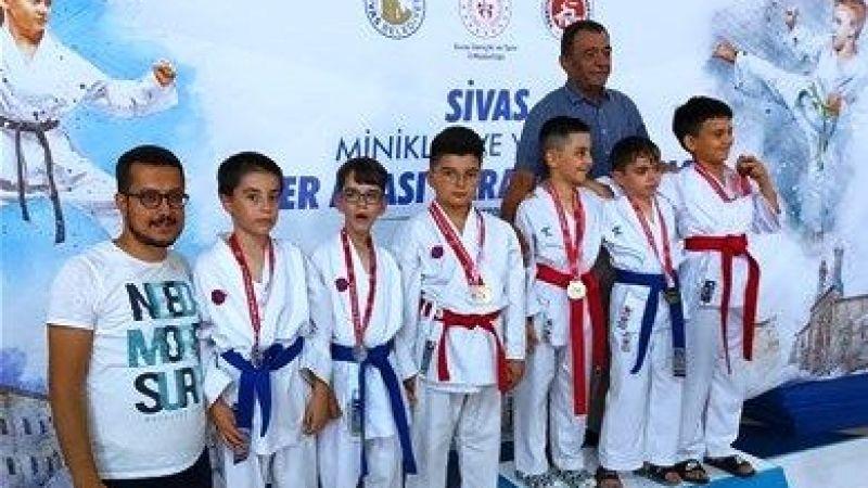 Nevşehirli Sporcular Sivas'tan Döndü