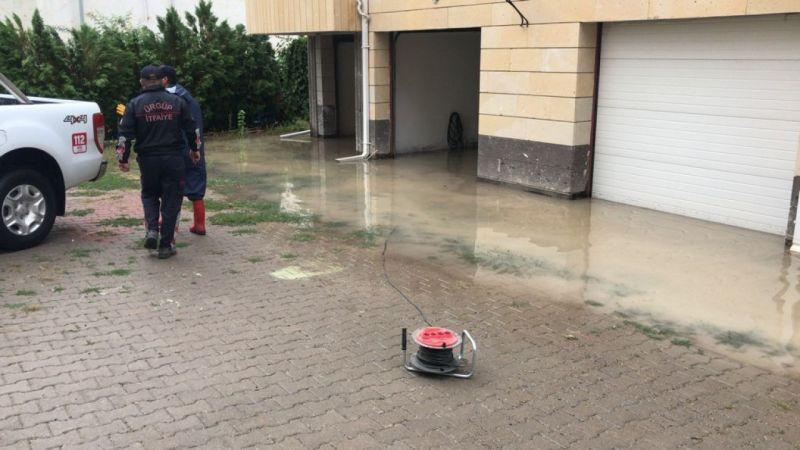 Ürgüp'te Su Basan Evlere AFAD ve İtfaiye Ekipleri Müdahale Etti