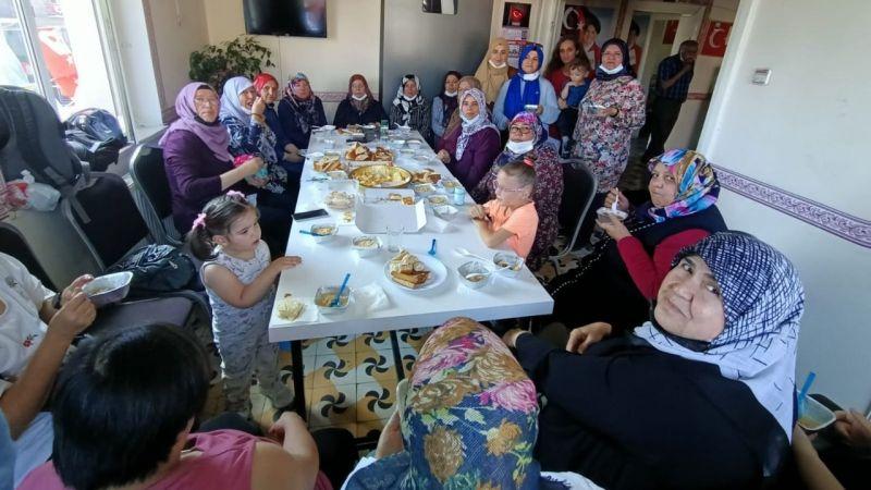 İYİ Parti Kadınları İl Binasında Aşure İkram Etti