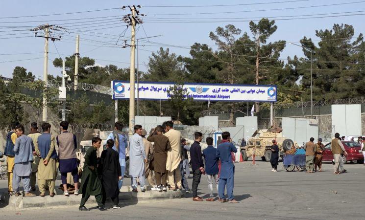 Avustralya 300'den Fazla Kişiyi Afganistan Tahliye Etti