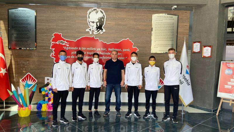 Şampiyonlardan Bahçeşehir Koleji Müdürü Kadri Güvenç'e Ziyaret