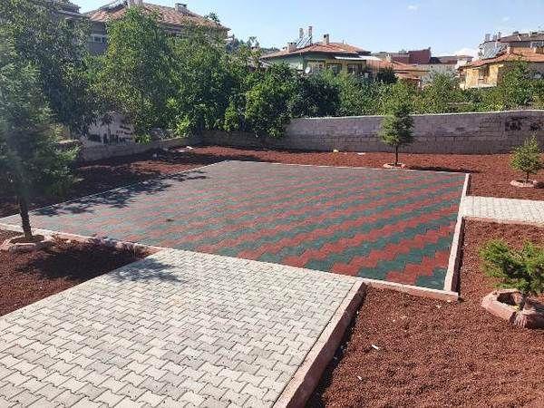 Gülşehir Belediyesi Parklarını Kauçuk Zemin İle Kaplıyor