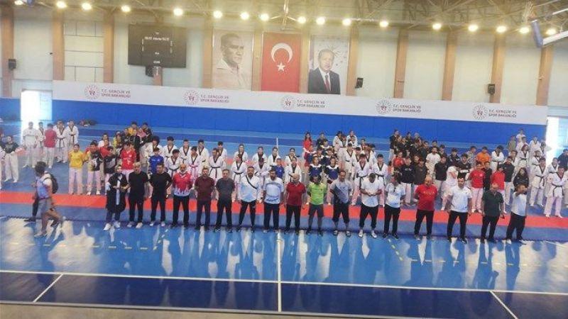 Gençler Taekwondo Müsabakası Nevşehir'de Düzenlendi