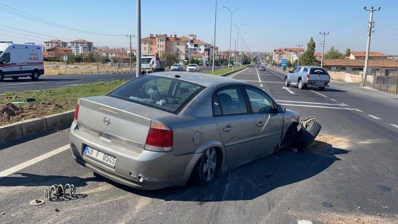 Aksaray - Nevşehir Karayolunda Otomobil Refüje Çarptı