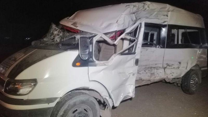 Derinkuyu Patates İşçilerini Taşıyan Minibüse Tır Çarptı: 5'i Ağır 19 Yaralı