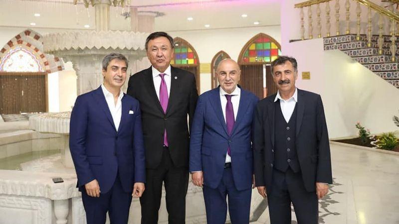 Başkan Süslü Kırgız-Türk Hanı Er-Manas Heykeli'nin Açılışında