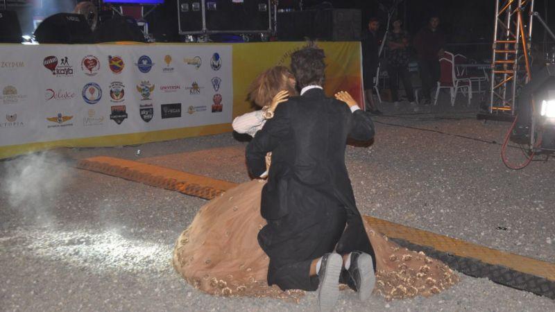 Festivalde Sürpriz ''Gelin Damat Kukla Dansı''