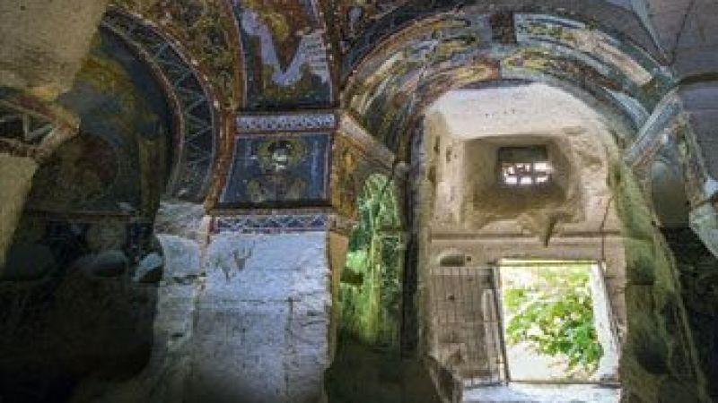 İlginç Mimarisiyle Azize Nino Kilisesi Turistlerden İlgi Görüyor