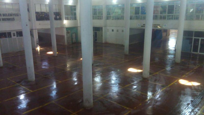 Nevşehir Belediyesi Ekiplerinden Kapalı Pazaryeri Temizliği