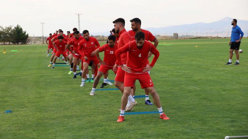 Başkan Savran'dan Nevşehir Belediyesporlu Futbolculara Tebrik