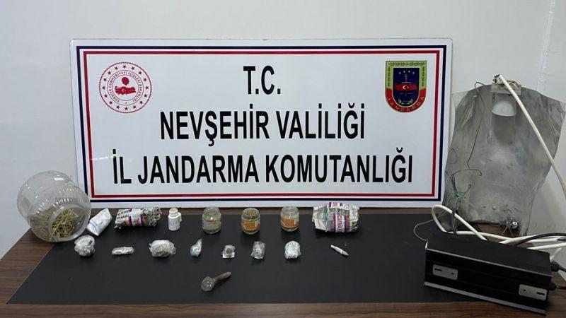 Jandarma Ekipleri Uyuşturucu Tacirlerine göz Açtırmıyor