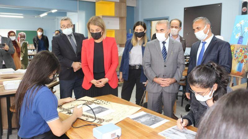 Cemil Meriç Sosyal Bilimler Lisesinde Bilim Ve Kültür-Sanat Atölyesi Açıldı