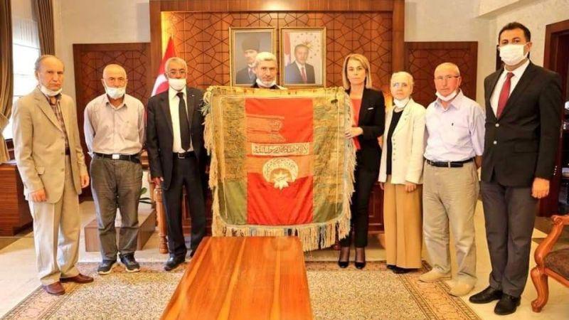 Alemli Köyü Sancağı Vali Becel'e Teslim Edildi