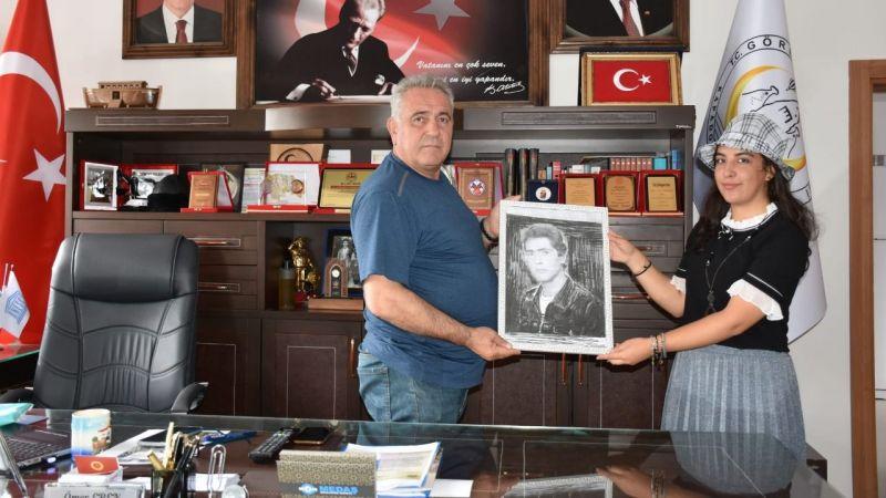 Ressam Gülhan Kartal Başkan Eren'in Gençliğini Çizdi